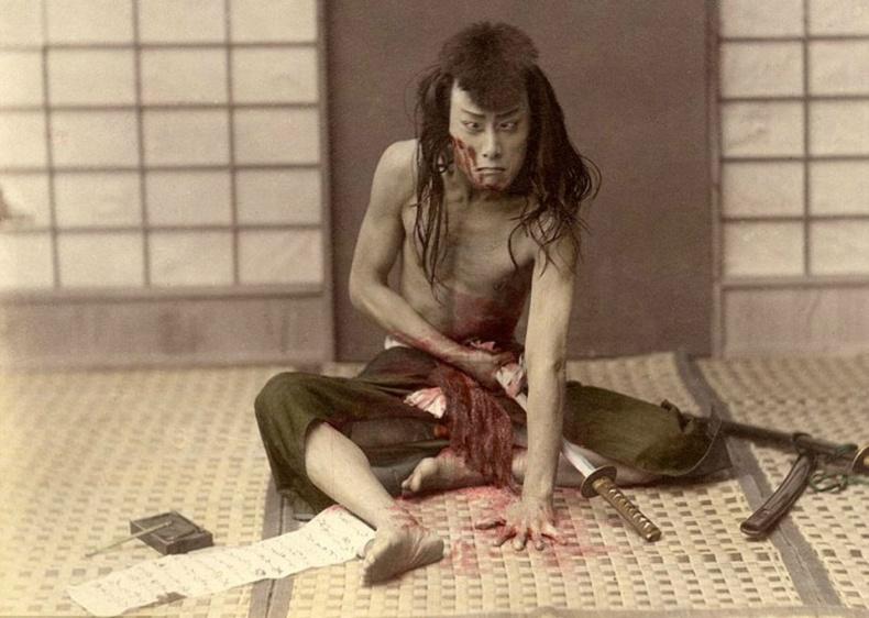 """Харакири: Самурай нарын """"амиа егүүтгэх"""" хэрцгий уламжлал"""