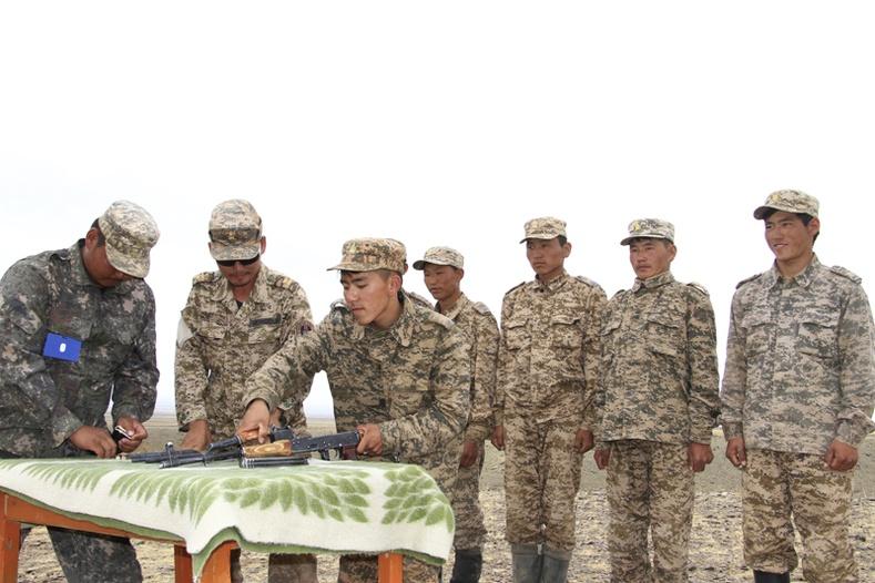 Цэргийн дүйцүүлэх албаны сургалт, дадлагын явцтай биечлэн танилцлаа