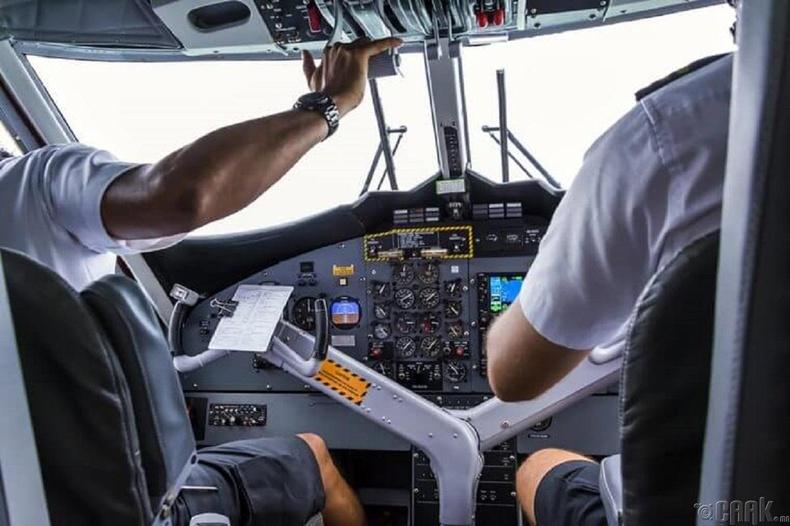 Онгоцыг зөвхөн ахмад л  хөөргөж чаддаг