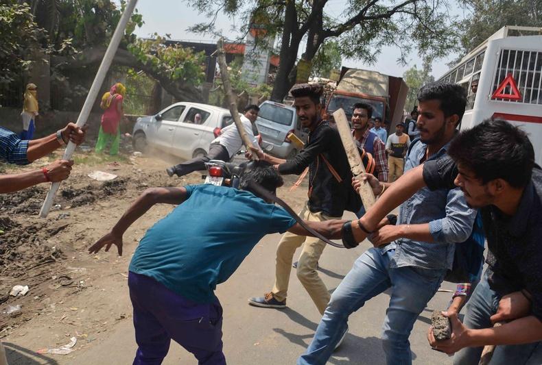 """Энэтхэгийн нийгэмд хамгийн их гадуурхагддаг """"далит"""" хүмүүсийн өрөвдмөөр амьдрал"""