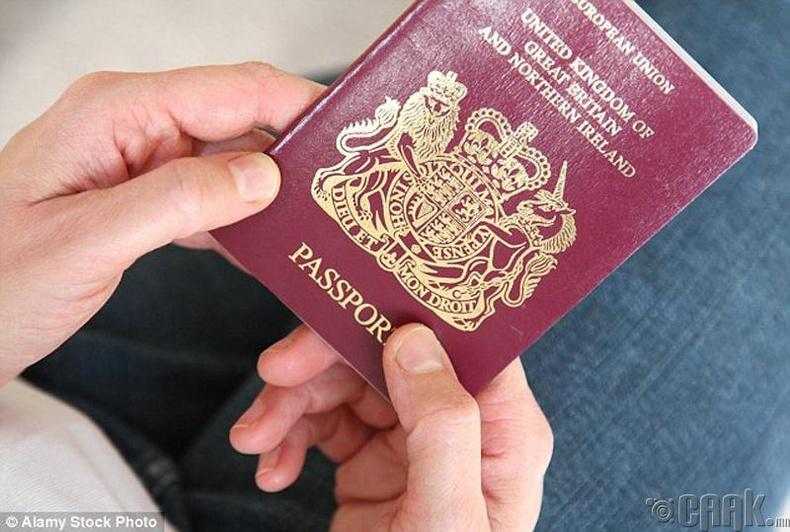"""Өөр оронд ирчихээд пасспортоо нууж хаанаас ирснээ хэлэхгүй """"гүрийвэл"""" яах бол?"""