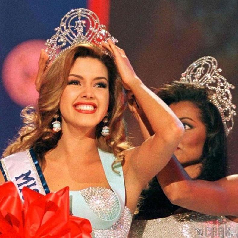 """Miss Universe-1996""-ын ялагч:  Венесуэлийн гоо бүсгүй Алисиа Мачадо, 19 настай, 173 см өндөр."
