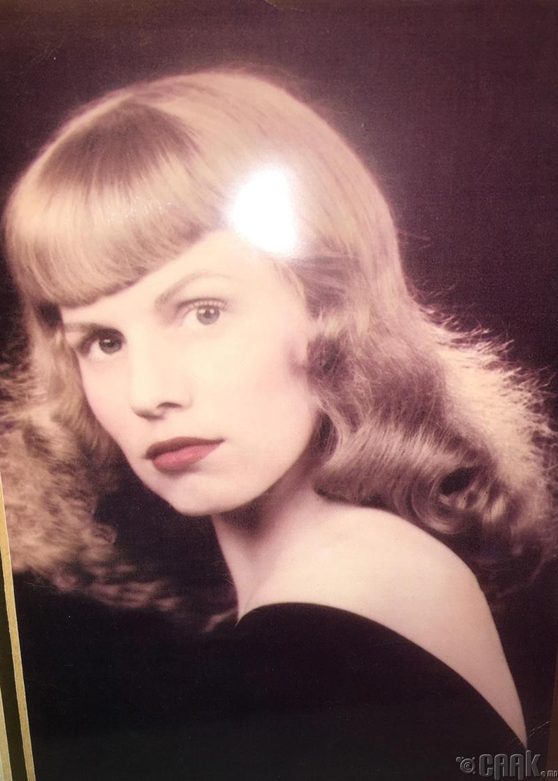 Энэ үзэсгэлэнт хатагтай 1948 онд төржээ