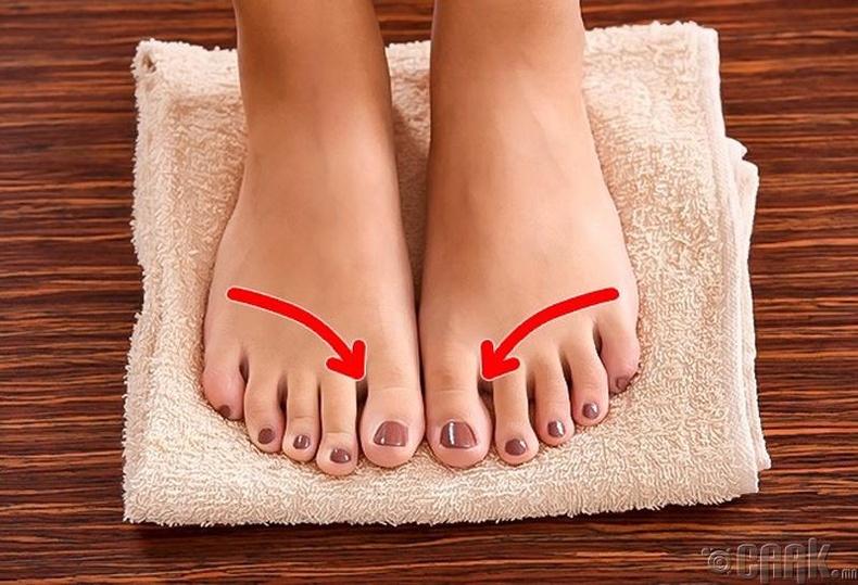 Хөлөө угаасны дараа сайтар арчих