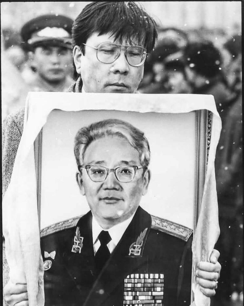 Маршал Цэдэнбалыг эцсийн замд нь үдэж байна - 1991, Улаанбаатар