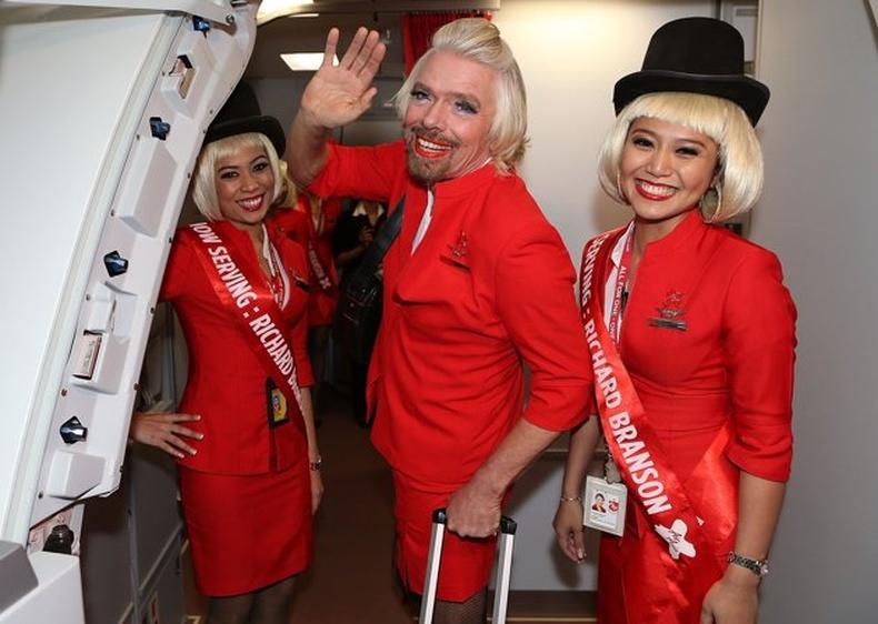 Английн тэрбумтан онгоцны үйлчлэгч болсон нь