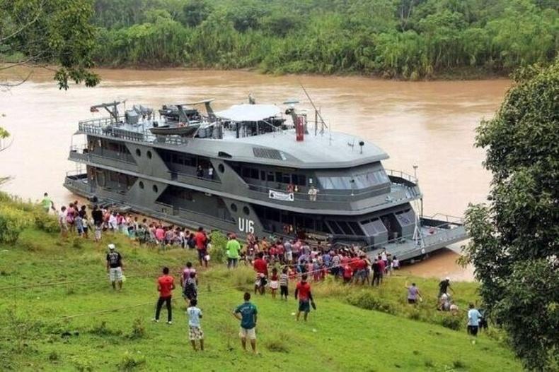 Бразилд онгоц дээрх хөдөлгөөнт эмнэлгийг Амазон мөрнөөр явуулж, алслагдсан нутгийн иргэдэд үнэгүй эмнэлгийн тусламж үзүүлдэг
