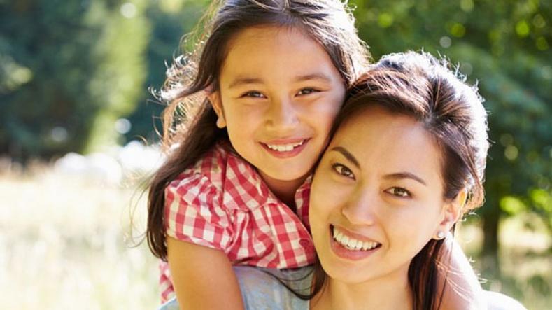 Эмэгтэй хүүхдийг өсгөхдөө анхаарах ёстой 10 зүйл