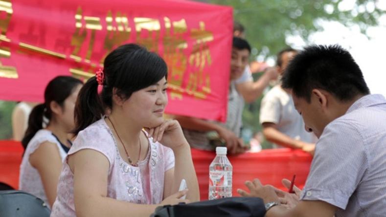 Хятадад 30 гарсан бүсгүйчүүд яагаад тусгайлан халамж хүртдэг вэ?