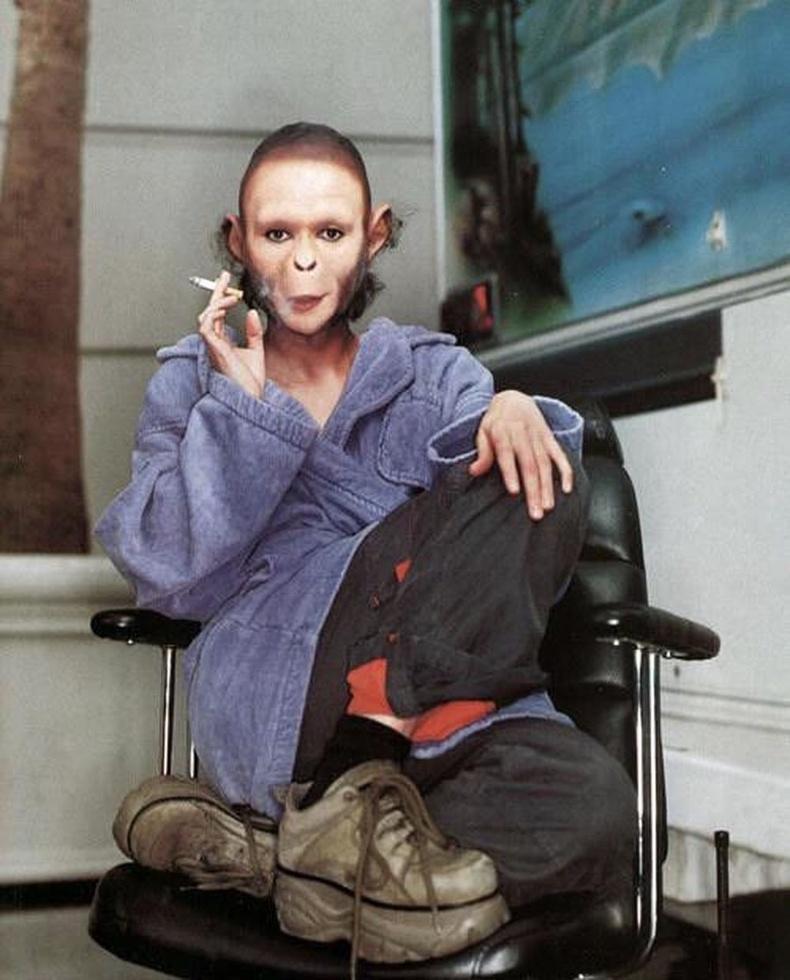 """Хелена Боннем Картер """"Planet of the Apes"""" киноны зураг авалтын завсарлагаар"""