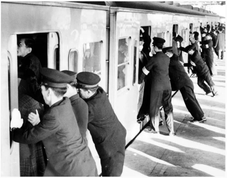 Дэлхийн 2-р дайны дараах Япончууд хэрхэн хөл дээрээ боссон бэ? (Түүхэн зургууд)