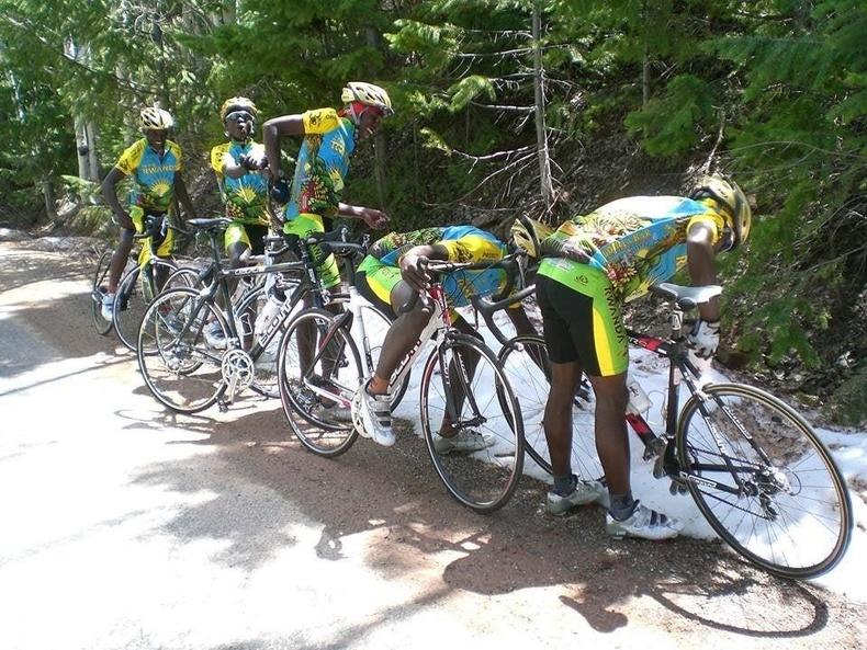 """""""Руанда улсын дугуйчдын багийнхан анх удаа цас харж байна"""""""
