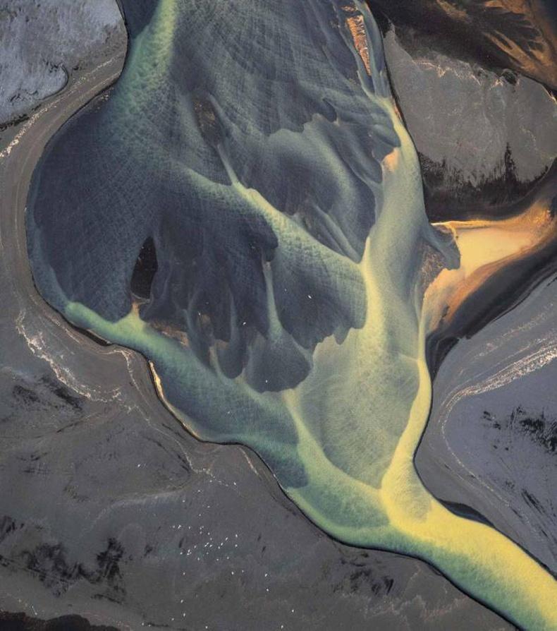 Исландын нэгэн мөсөн голын агаараас авсан зураг