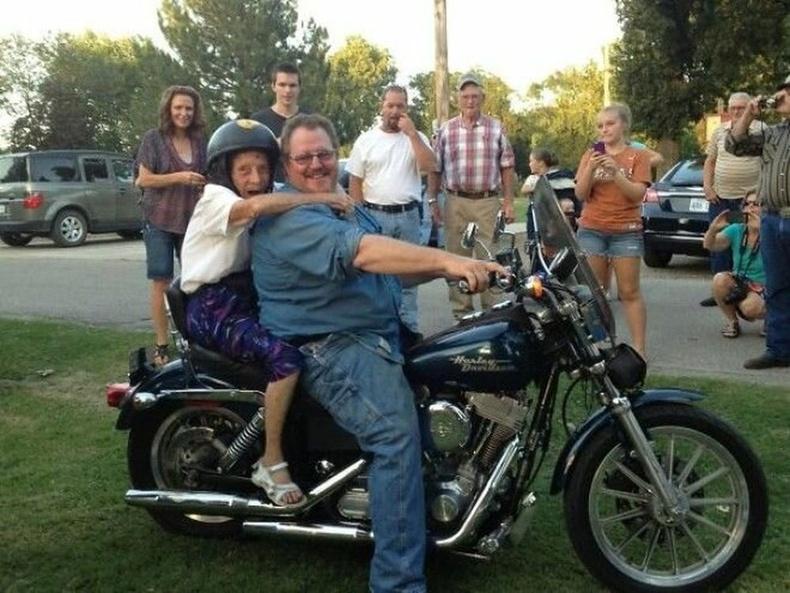 """""""100 нас хүрч чадвал мотоцикль унана гэж амласан эмээгийн амлалтандаа хүрэх өдөр ирсэн нь."""""""
