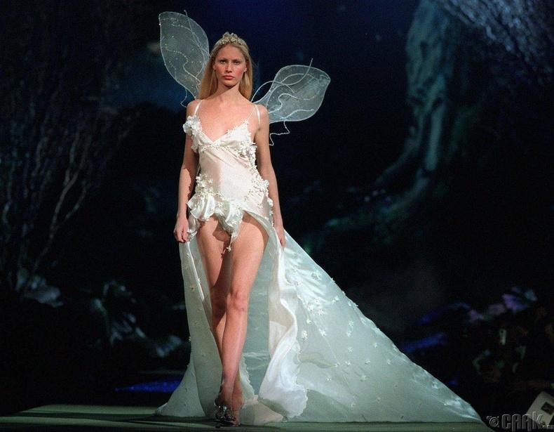 Үндсэн илэрхийлэмж бүхий дотуур хувцас шоуны гол элементүүдийн нэг болж хувирав.