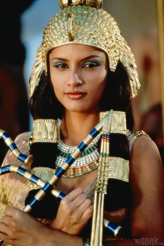 Леонор Варела (Leonor Varela) - Cleopatra (1999)