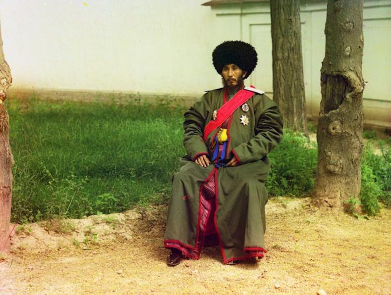 Одоогийн Узбекистан, тэр үеийн Хорезмын бүсийн захирагч Исфандияра Юржи Бахадур - 1910 он