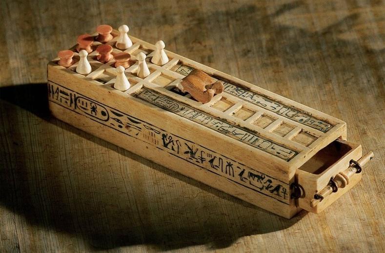 3000 жилийн настай Тутанхамон фараоны ширээний тоглоом