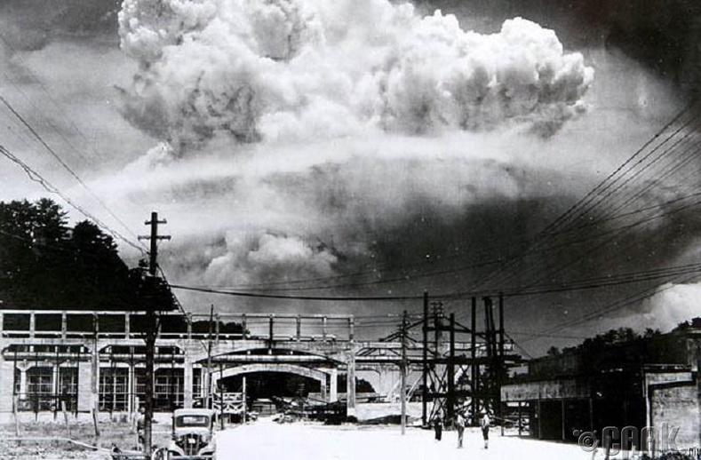 Дэлбэрэлтээс 20 минутын дараах Нагасаки (1945 он)