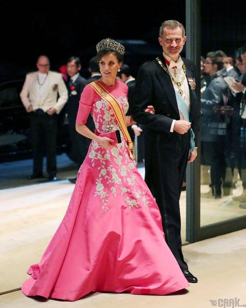 Испанийн эзэн хаан Фелипе VI, хатан хаан Летизия нар цэнгүүнд ирж байгаа нь