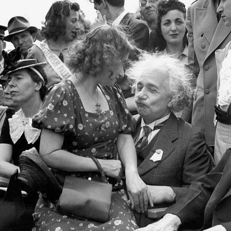 Альберт Эйнштейн 1939 оны олон улсын үзэсгэлэн дээр