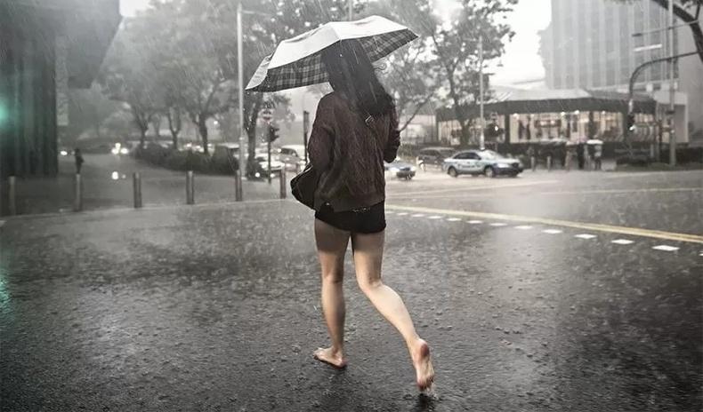 Бороонд норсон хүмүүсийн сэтгэл хөдлөлийг буулгадаг Сингапур зурагчны бүтээлүүд