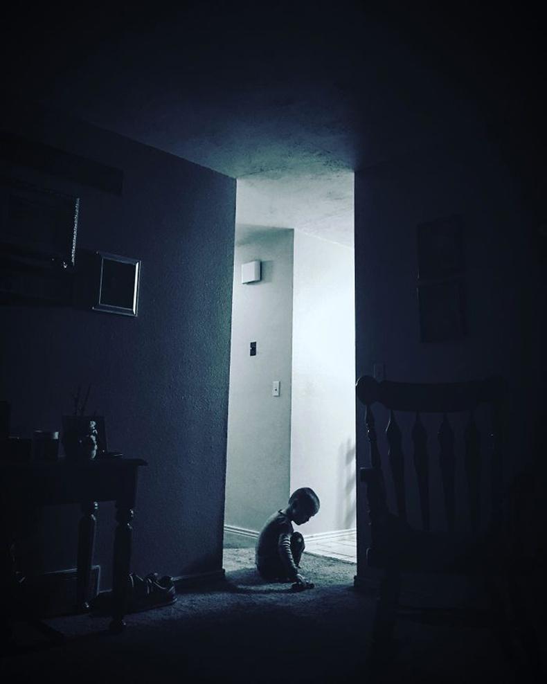 """""""Хүүгийнхээ зургийг автал аймшгийн киноны постер шиг харагдлаа"""""""