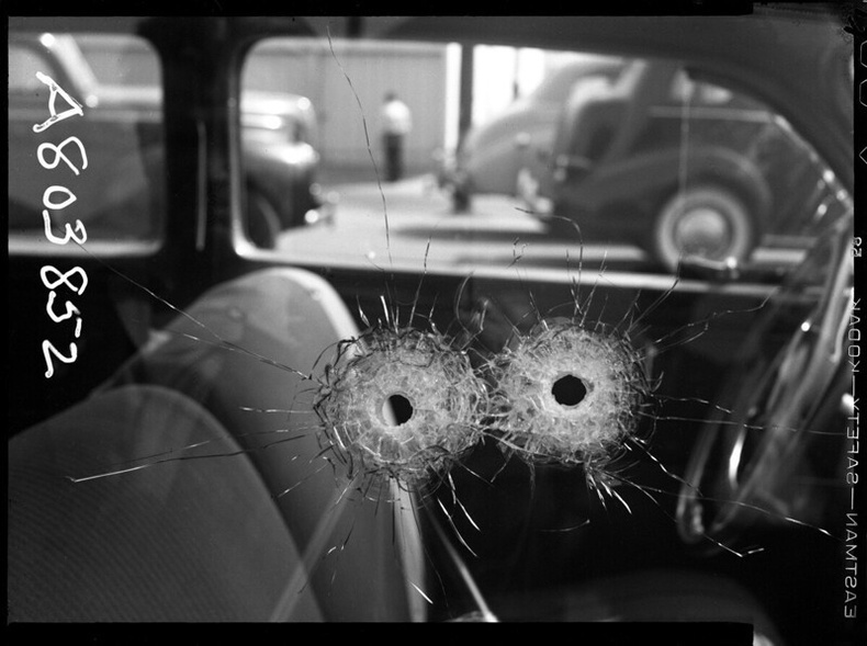 Сум нэвтэрсэнн машины цонх, 1942