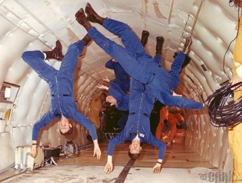 Сансрын нисэгчийг хэрхэн сургадаг вэ?