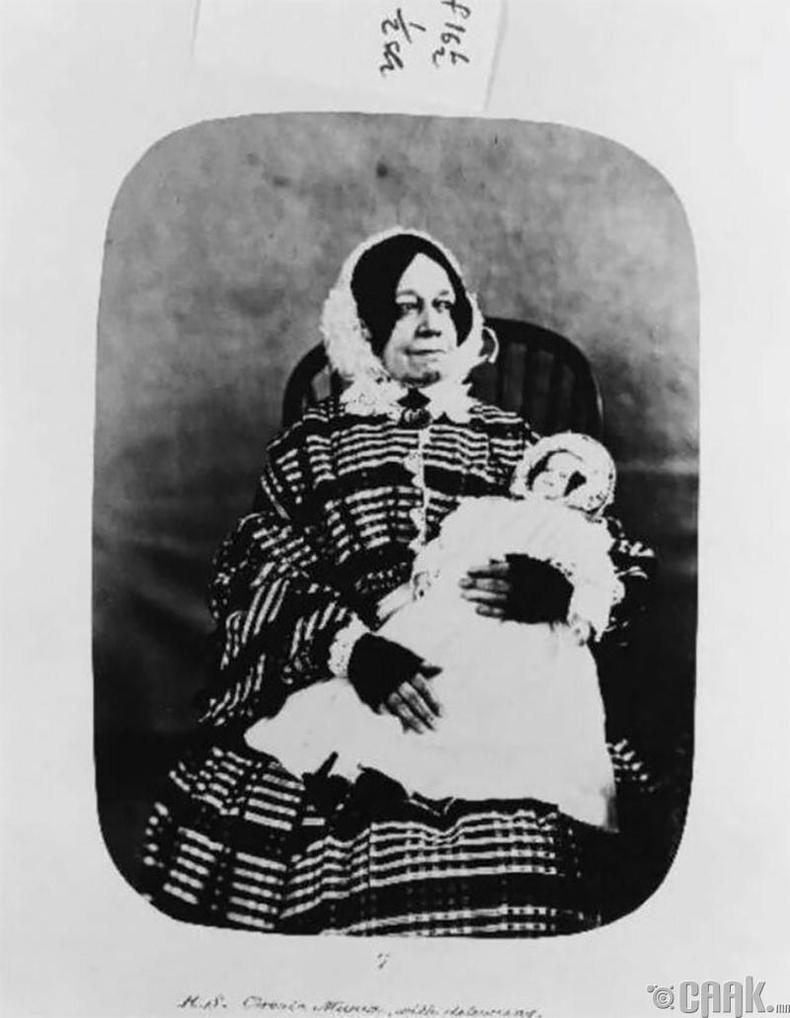"""Эстер Ханна Стилл - 1858 онд """"архаг маниа"""", """"галлюциноз"""" оношоор эмнэлэгт хэвтжээ"""