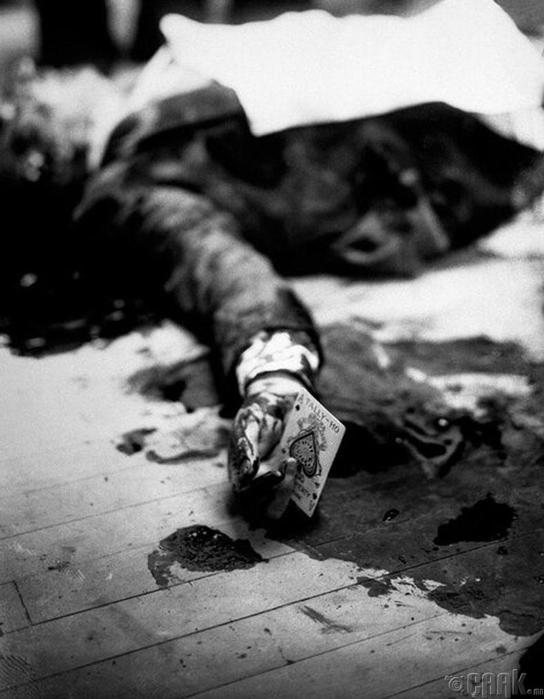 Мафийн толгойлогч Жо Масира (Joe Masyra) ресторанд буудуулж амиа алдсаныхаа дараа - 1931 он