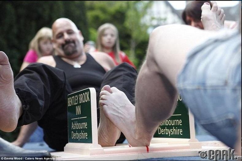 Хөлийн хуруугаа барилдуулах