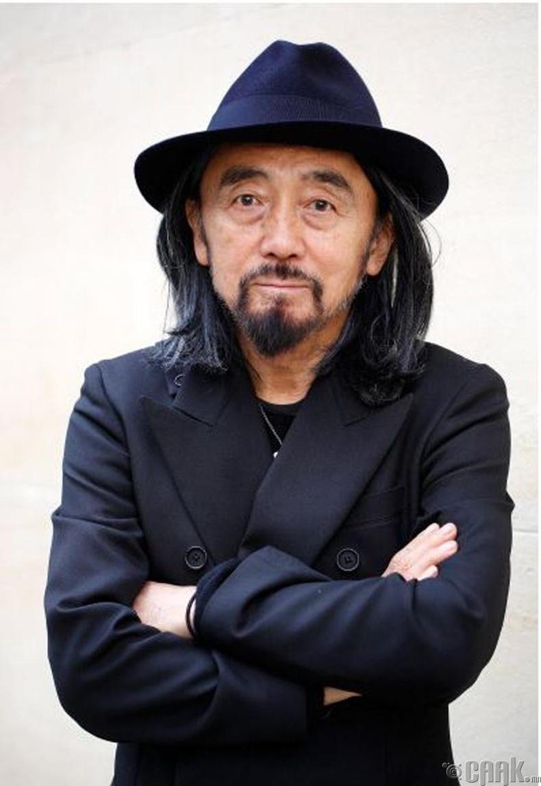 Ёожи Ямамато (Yoji Yamamoto), 75