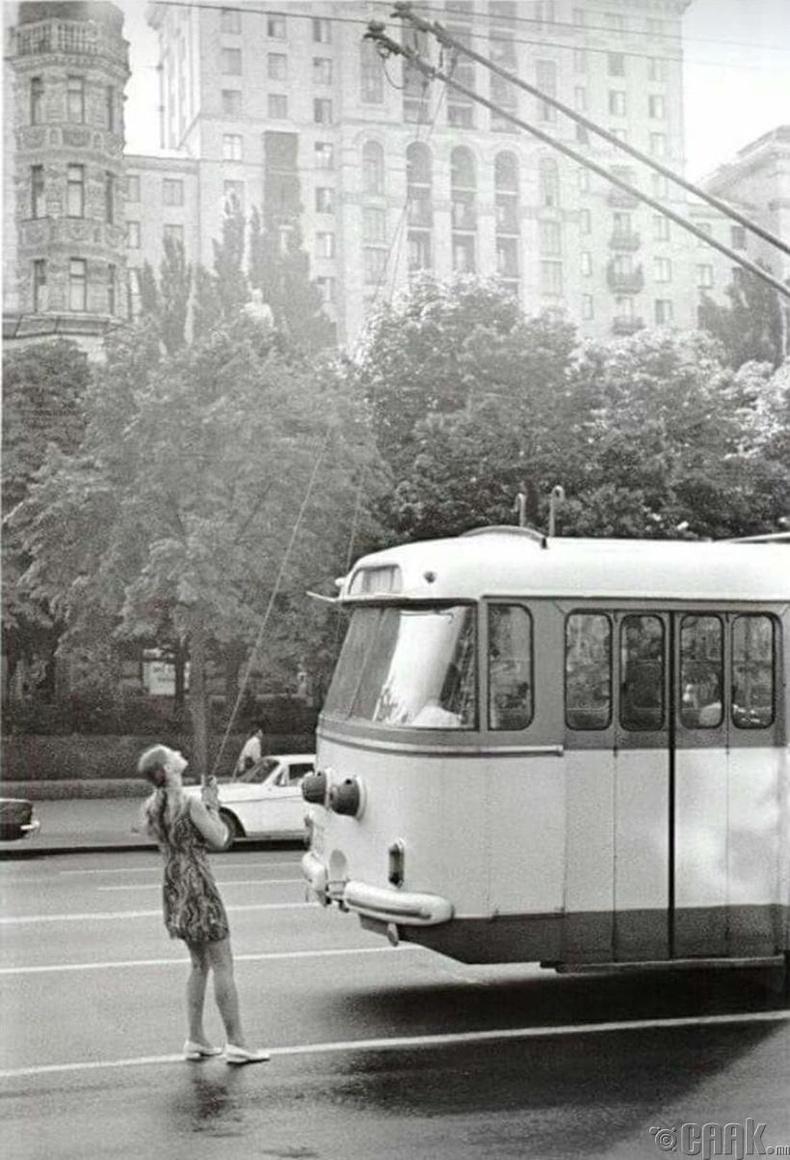 Троллейбусны жолооч, 1975 он