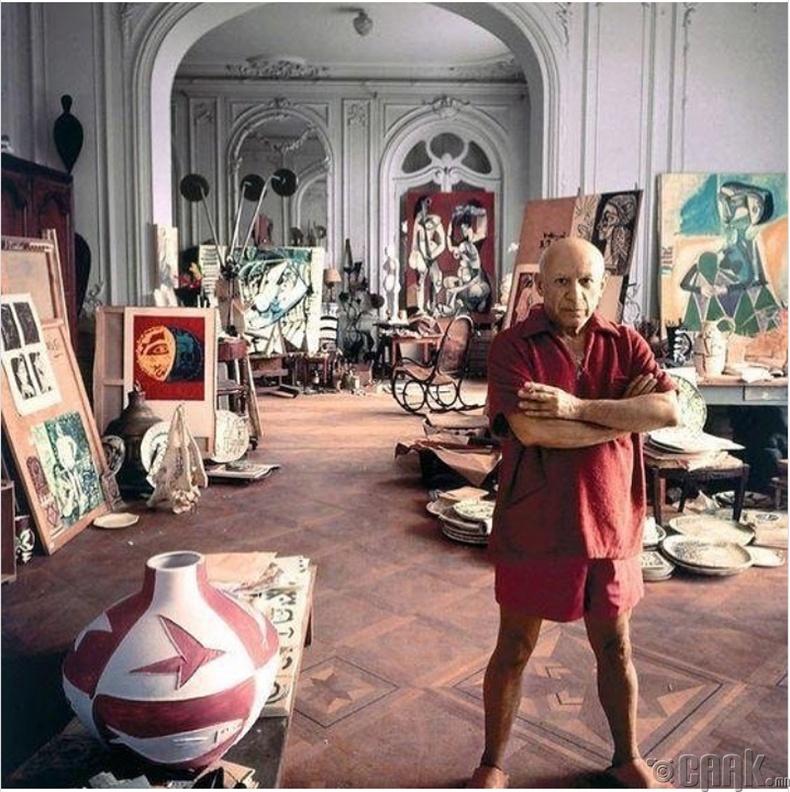 Зураач Пабло Пикассо (Pablo Picasso) урландаа - 1956 он