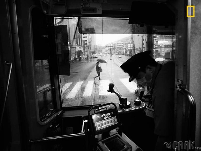 """Хотын сэдэвт зургийн нэгдүгээр байр – """"Кюшү, Нагасаки хотын бас нэгэн бороотой өдөр"""""""