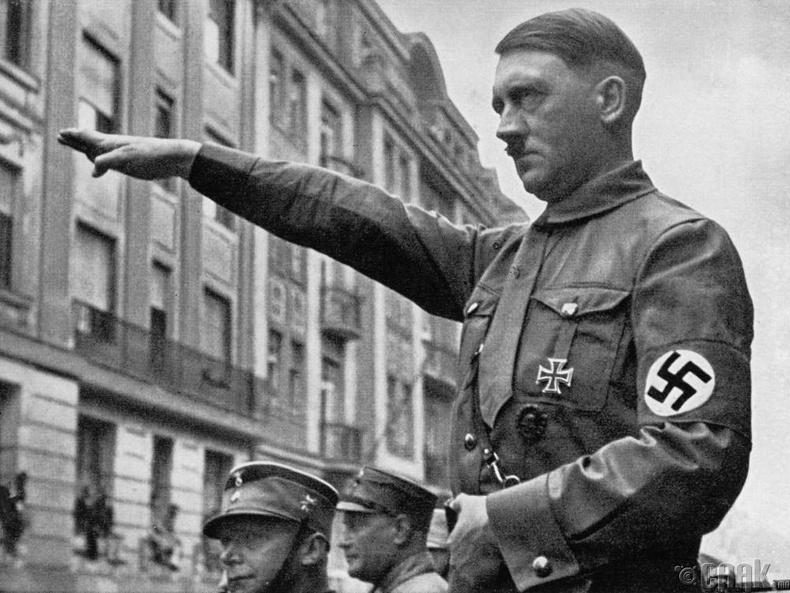 """""""Адольф Гитлер (Adolf Hitler) цэргийн суут удирдагч байсан"""""""