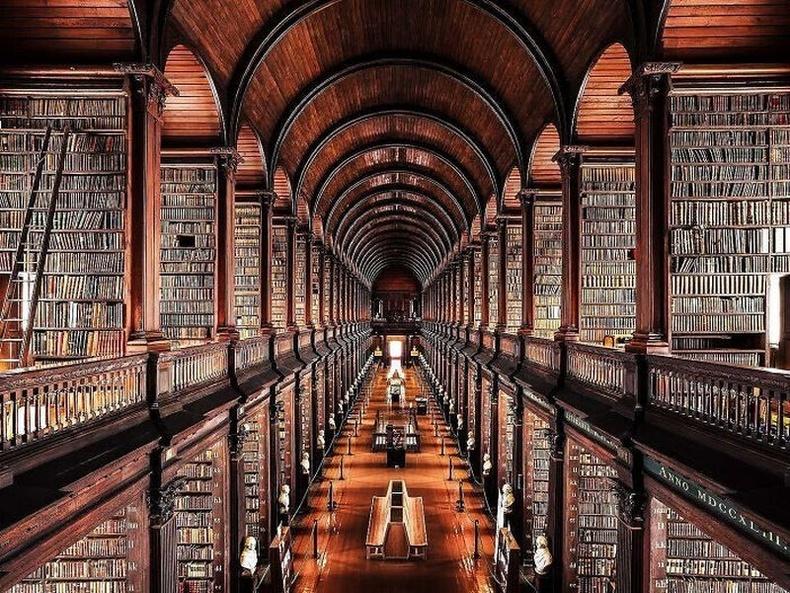 """Дублины """"Тринити"""" коллежийн номын сан"""
