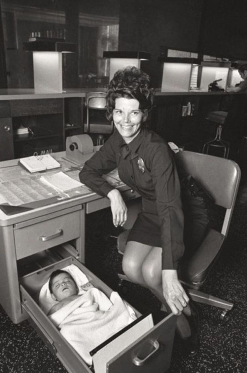 Хаягдсан хүүхдийг олж авчирсан Лос Анжелесийн цагдаагийн офицер, 1971