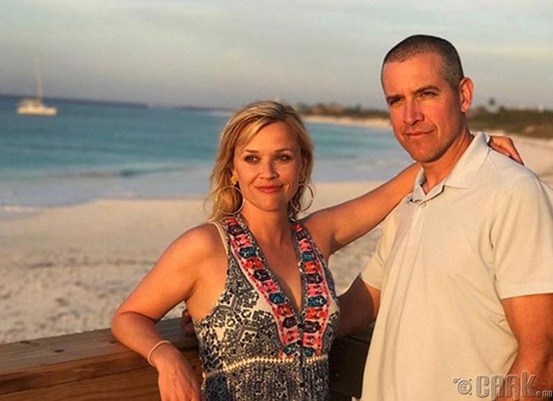 Амьдралын ханиараа жирийн нэгнийг сонгосон одууд Риз Уизерспун  (Reese Witherspoon) болон Жим Тот (Jim Toth)