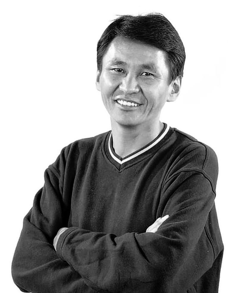 Жүжигчин Д.Хүрэлхүү (1999 он)