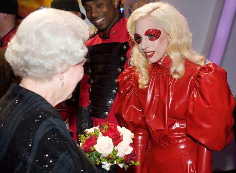 Одууд Английн хатан хаантай уулзахдаа юу өмсдөг вэ?