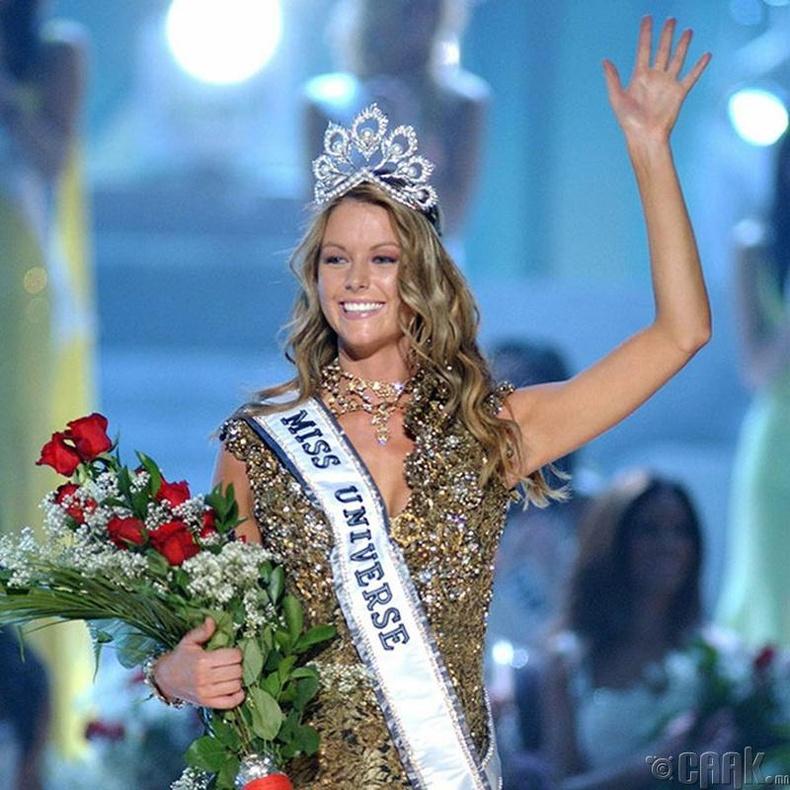 """""""Miss Universe-2004""""-ын ялагч: Австралийн гоо бүсгүй Женнифер Хавкинс, 21 настай, 180 см өндөр."""