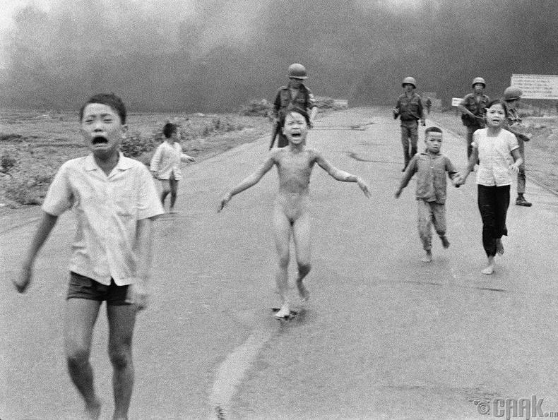 Өтгөрүүлсэн түлшний дайралтад өртсөн охин (1972 он)