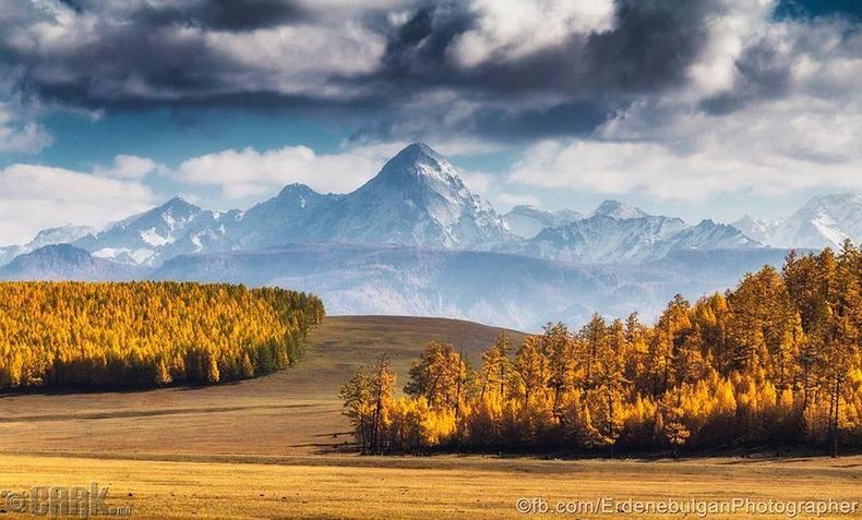 Дэлгэр хаан уул. Хорьдол сарьдгийн нурууны ноён оргил, Ренчинлхүмбэ