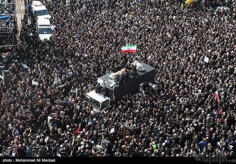 Ираны удирдагч Аятоллах Хомейний оршуулгад оролцохоор 10 сая иранчууд цуглажээ