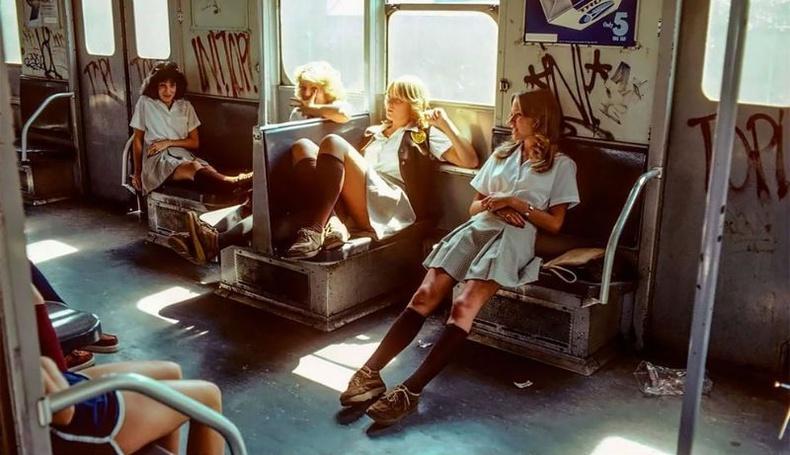 Гэмт хэргийн орон зай болсон Нью-Йоркийн метро Швейцарын гэрэл зурагчны нүдээр... (Фото төсөл)