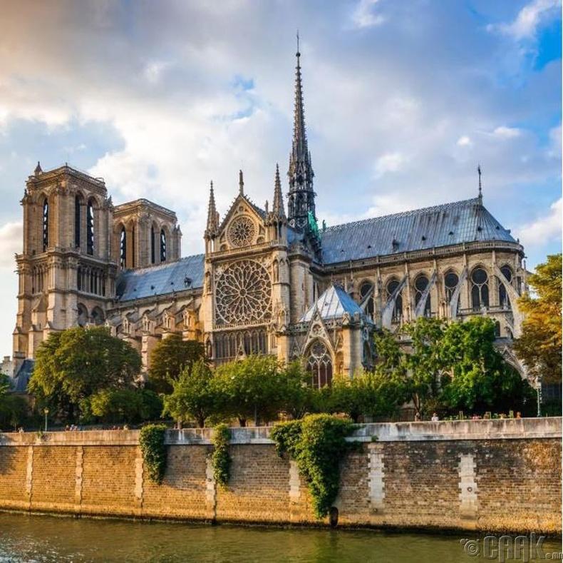 18-р зууны үед сүмийн 20 хонхыг хайлуулж их буу хийж байсан