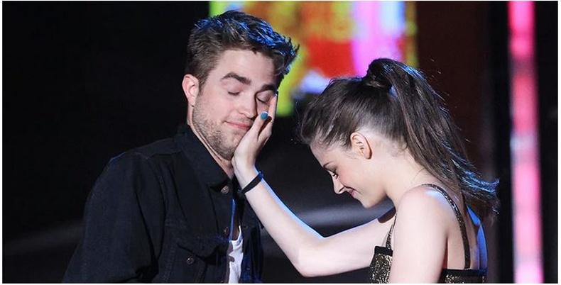 """""""Twilight"""" цувралын жүжигчид албан шахалтаар хийдэг байсан итгэмээргүй зүйлс"""