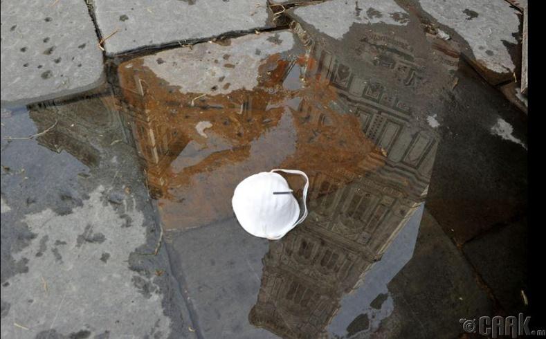 Флоренцын Пиазза дель Думо дахь хаягдсан маск